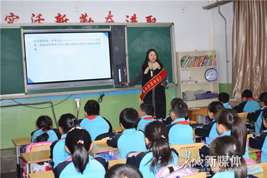 """秦皇岛海港区""""宪法日""""宣传进校园"""