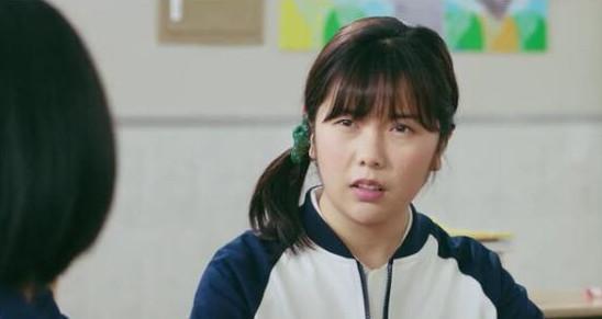 乔露在《小美好》中是李薇的闺蜜,同时也是陈小希的同学,处处跟小希