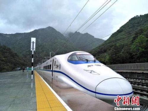 """西成高铁今日开通运营 西部交通版图再添""""动脉"""""""