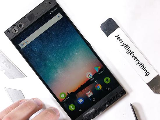 雷蛇旗艦手機拆解:屏幕設計兼具散熱功能