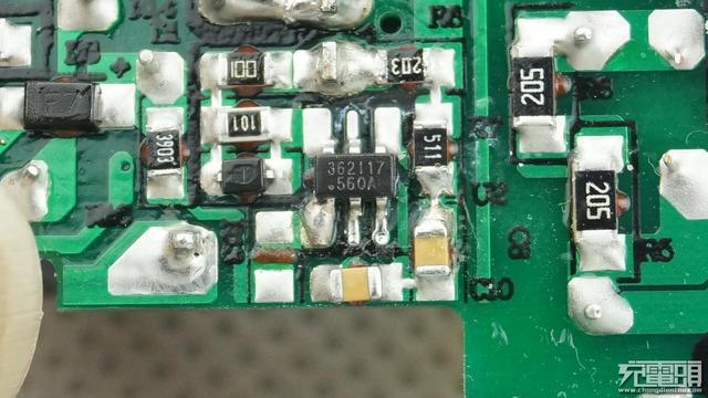Blitzwolf闪电狼30W PD电源适配器拆解