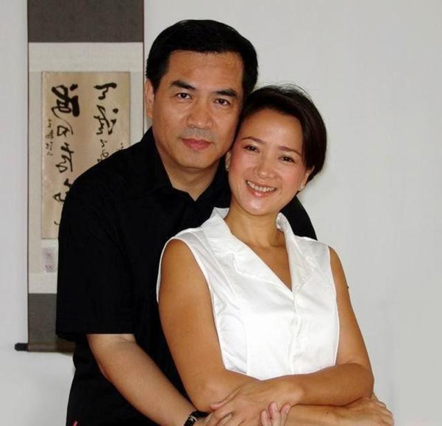 和许亚军离婚后何晴嫁给他,儿子成最帅星二代!