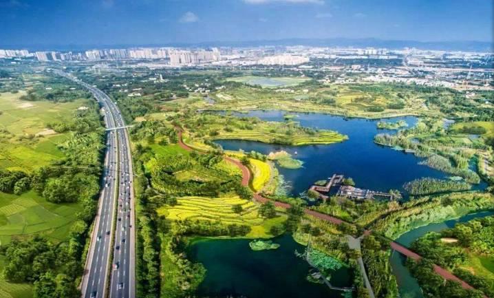 这是一条串联起成都生态区,绿道,公园,小游园,微绿地等五级城市绿化
