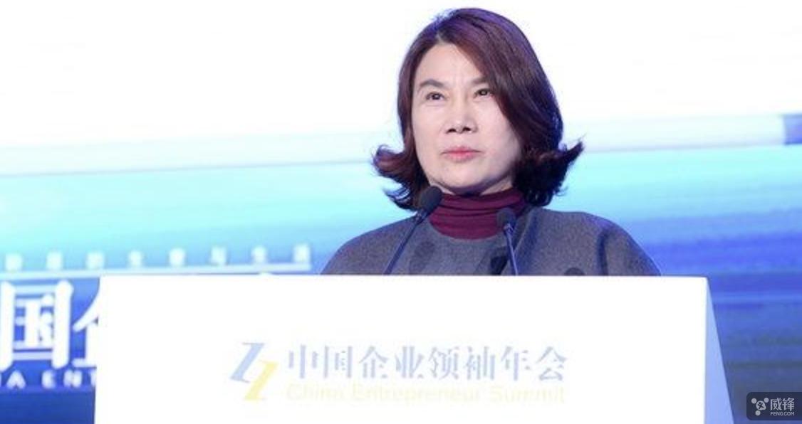 香港九龙六合彩跟董明珠合影却没用格力手机?她有点生气