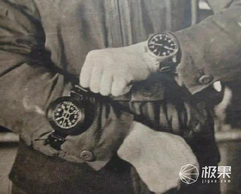 老外打飞机时最爱戴什么表?一只手根本hold不住!