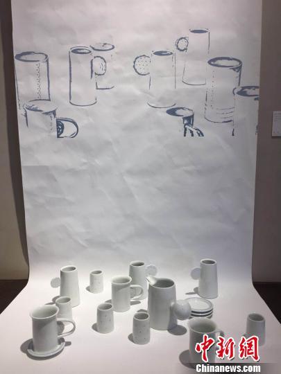 """10日起,""""OPEN WORK""""(""""开放作业"""")国际陶瓷艺术展在南京浦口区的南京W艺术空间举办。图为创意摆件。 朱晓颖 摄"""