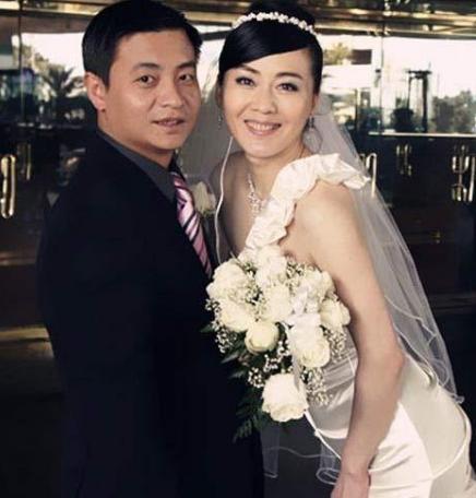 她被大10岁导演骗财骗色,二婚再嫁体操冠军