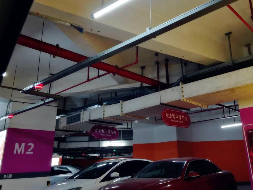 重庆一地下车库现女士专用停车位 女司机:太贴心