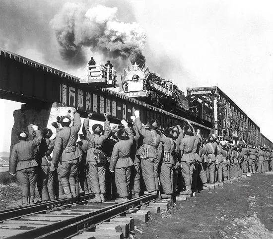 老铁道兵退伍变身创业达人,自己办公室还有段铁