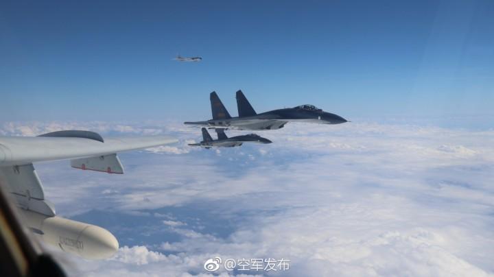 """6K等战机成体系飞越宫古海峡实施""""绕岛巡航"""""""