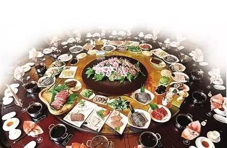 中国式酒桌,一场权威与服从的表演