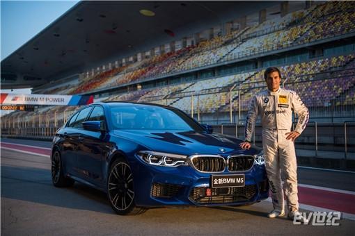 02.Bruno Spengler与全新BMW M5_副本.jpg