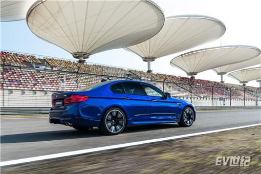 05.全新BMW M5_副本.jpg