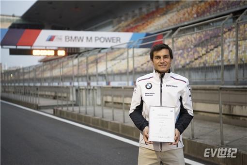 01.Bruno Spengler与全新BMW M5刷新上海国际赛车场圈速纪录_副本.jpg
