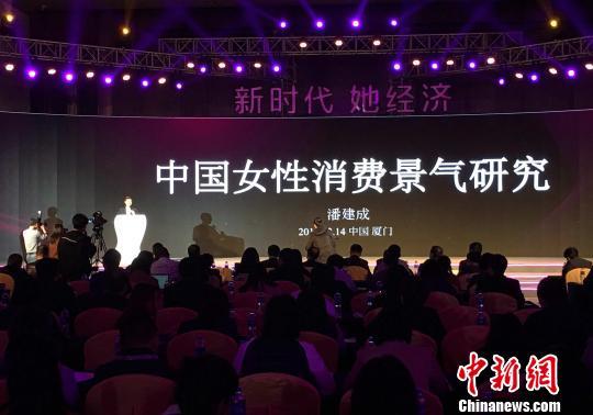 国家统计局中国经济景气监测中心副主任潘建成发表演讲。 杨伏山 摄