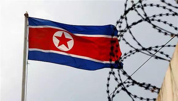"""原标题:【解局】为什么美国不想解决朝鲜这个""""敌人""""?          最近,美国对朝鲜的一系列动作可谓飘忽不定,让人难以捉摸。  首先一幕发生在上个月,特朗普政府把朝鲜重新列入""""支持恐怖主义国家""""名"""