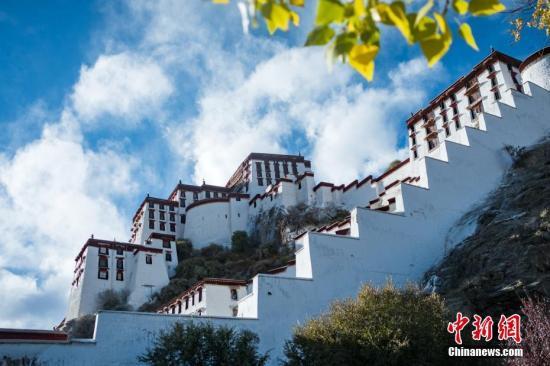资料图:西藏布达拉宫。何蓬磊 摄
