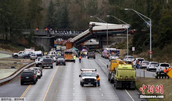 美铁列车脱轨致至少6人死亡 特朗普:脱轨事件显示美国基础建设急需改善