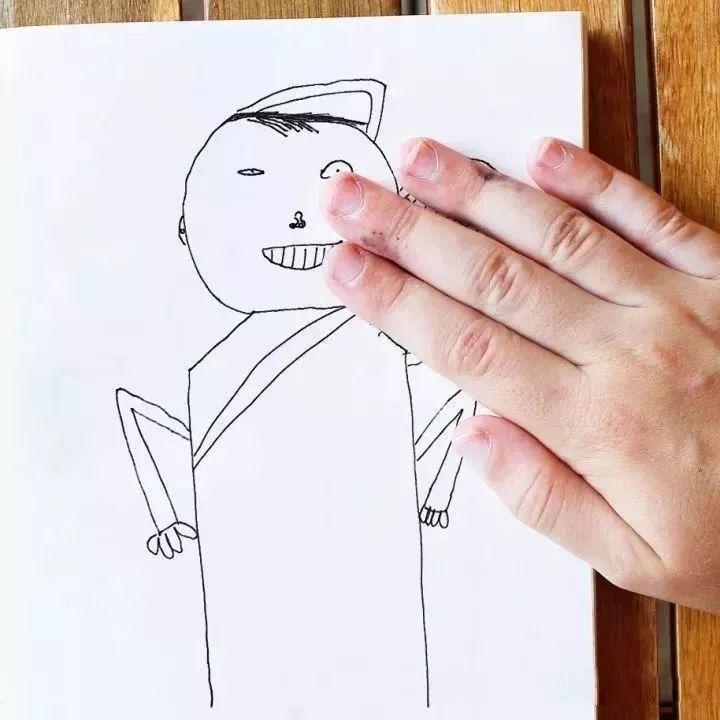 老爹把儿子画作ps到现实世界 丑着丑着竟然可爱起来