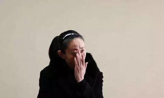 """为何有人在恶毒侮辱江歌妈妈?他们想要""""完美受害人"""""""