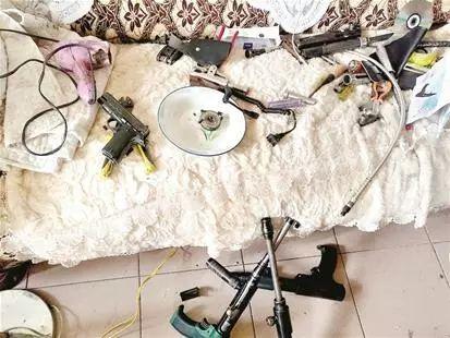 湖北摧毁一武装贩毒团伙,缴获枪10支,毒品11公斤