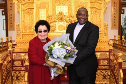 冈比亚共和国巴罗总统参观中国紫檀博物馆http://www.1hn.org