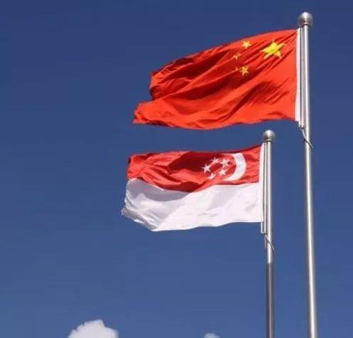 奇葩男自封帝师 声称放弃新加坡国籍换回中国