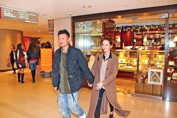 余文乐王棠云逛礼品店 网友:6叔变宠妻狂魔
