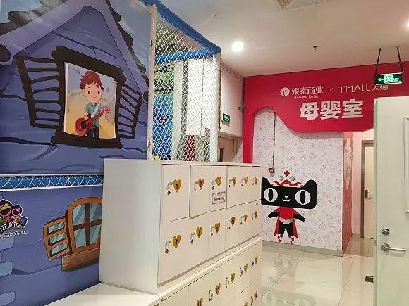 商场服装墙壁陈列设计