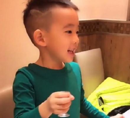 陈小春带jasper剪了个新发型,却被应采儿吐槽丑死了