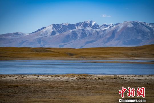 西藏拥有独具特色的自然旅游资源。 何蓬磊 摄