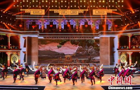 西藏拥有独具特色的民族文化―堆谐。 何蓬磊 摄