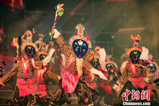 西藏拥有独具特色的民族文化―藏戏。 何蓬磊 摄
