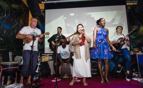原油:三亚首届国际尤克里里音乐节圆满落幕