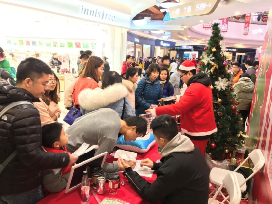 """北京太阳宫爱琴海上演场景营销""""狂欢诞旦节"""""""