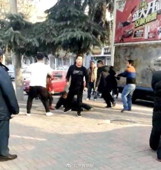 宝马司机殴打环卫工与劝阻者 5名嫌犯均已锁定