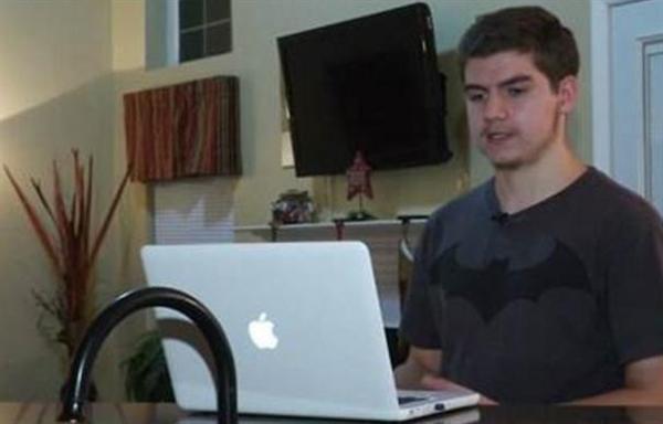 就是这个17岁高中生:拆穿苹果限制iPhone性能骗局
