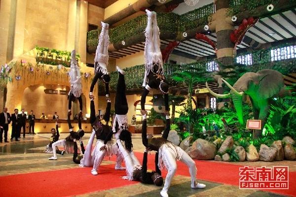 灵玲马戏主题亲子酒店对外营业 游客可与动物隔窗相望