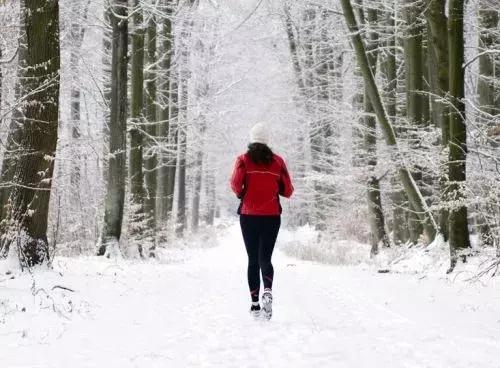 """冬天跑步竟然会""""跑断腿""""?一份""""跑前必读"""",健身安全两不误"""