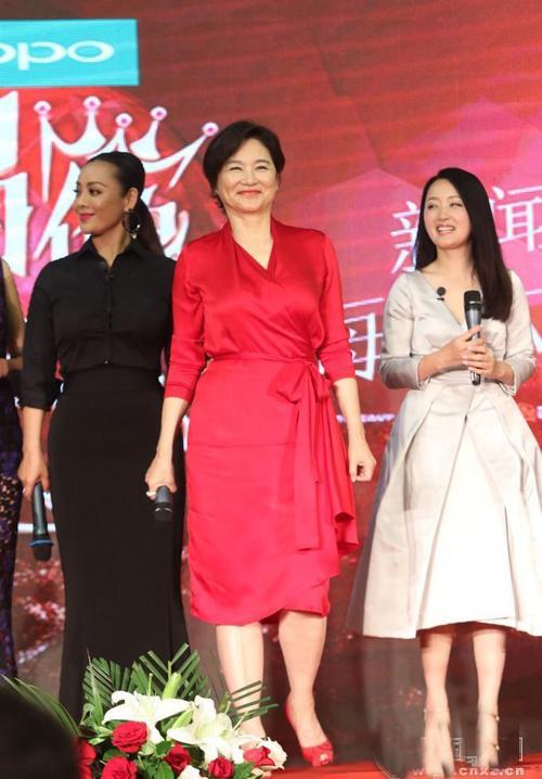 62岁刘晓庆未PS照曝光 皱纹明显笑容有点僵