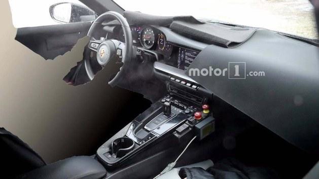 全新911敞篷版谍照曝光 保持软顶设计