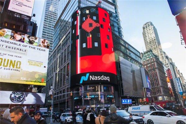O 7现身纽约时代广场大屏