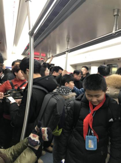 早高峰的地铁是这样的!你上班迟到了吗