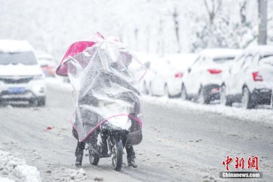 安徽遇10年来最强暴雪:已致13死 超百万人受灾