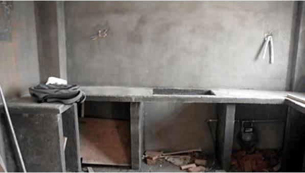 城里人没见过这种用砖头砌成的橱柜,效果一点不输几万块的红木柜