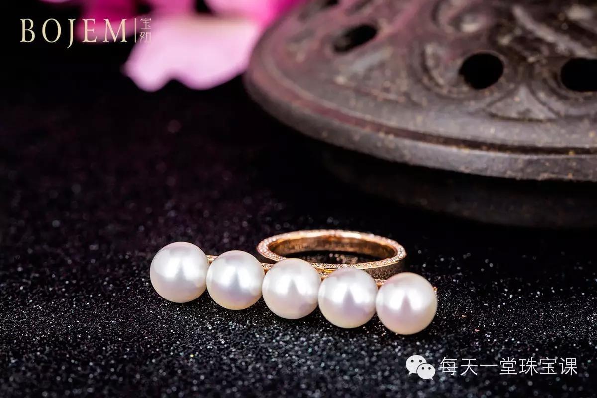 凭什么 香奈儿一条假珍珠项链卖上万元