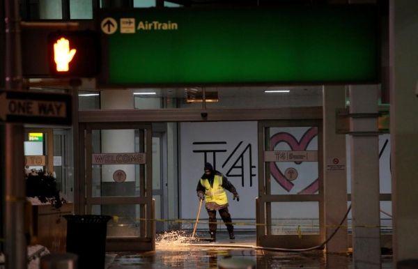 雪上加霜:肯尼迪国际机场水管破裂淹水