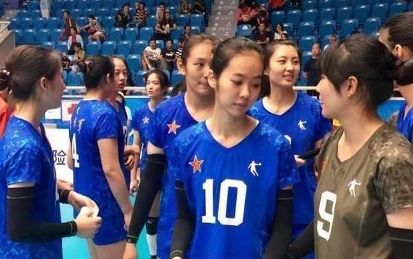 反常!被郎平钦点进女排国家队集训的超新星,在省队却打不上比赛