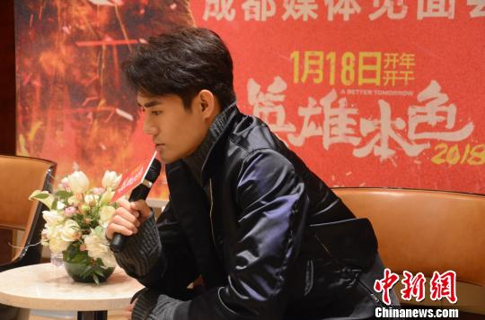 王凯现场分享自己儿时梦想是成为一名惩恶扬善的警察。 林冬梅 摄