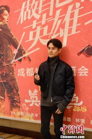王凯坦言新片与之前经典的《英雄本色》没有太多联系 林冬梅 摄